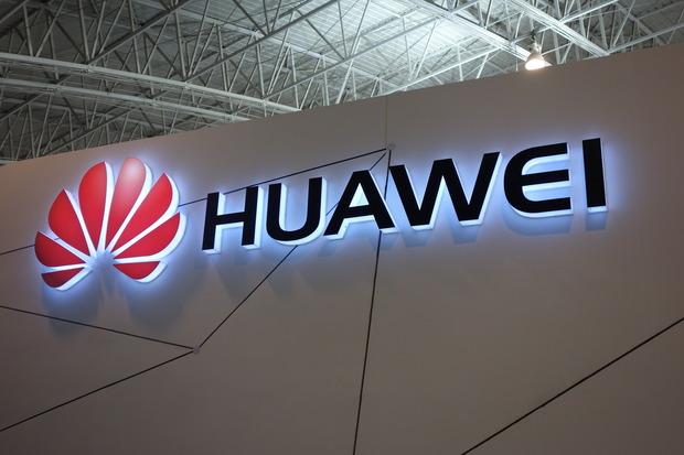 В декабре Huawei может представить еще один флагманский смартфон с дисплеем, изогнутым с четырех сторон