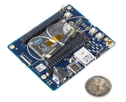 В наборы, помимо модулей, входит плата расширения, карточка microSD, две антенны Wi-Fi, радиатор и крепление
