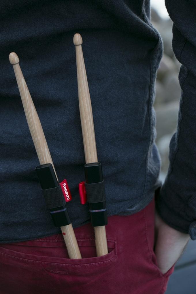 Устройство Freedrum позволит играть на барабанах, не имея самих барабанов