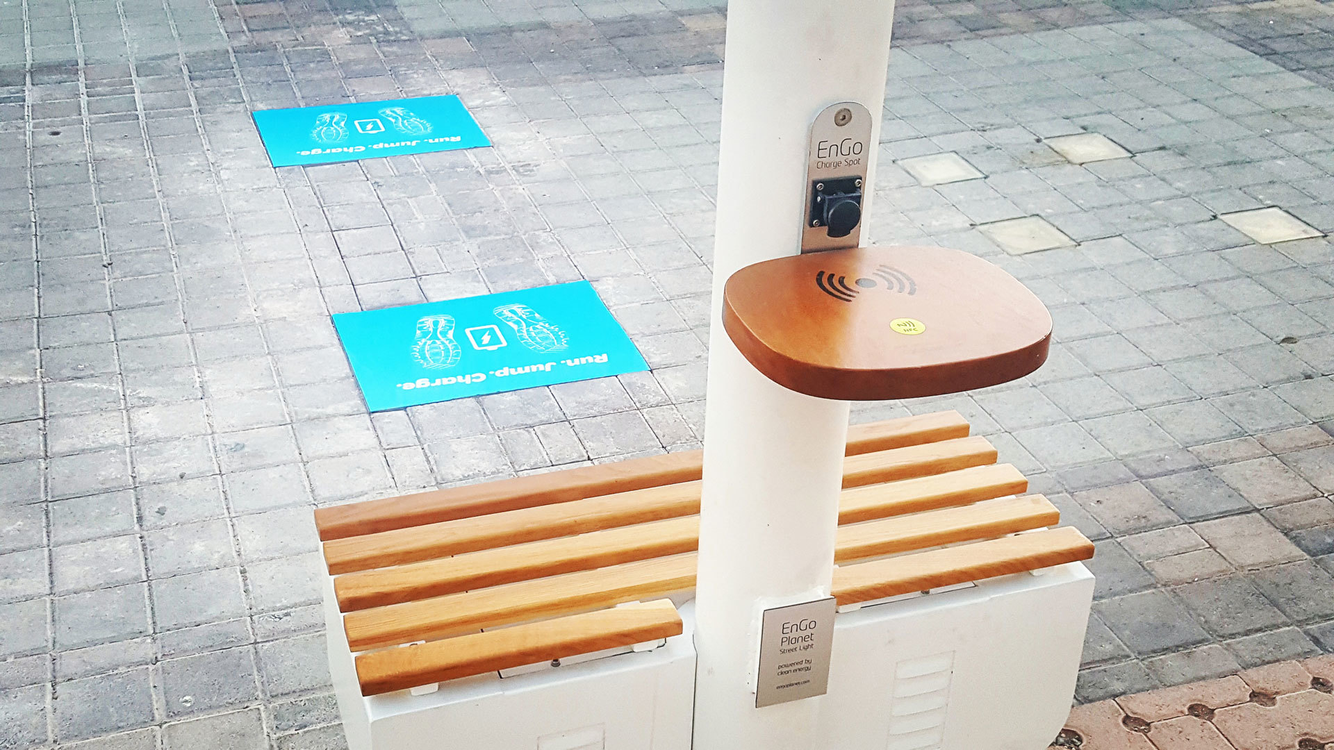 Фонари в Лас-Вегасе запитали от энергии Солнца и шагов пешеходов - 3
