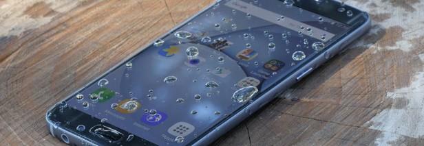 Samsung начнёт наделять защитой от воды среднебюджетные смартфоны