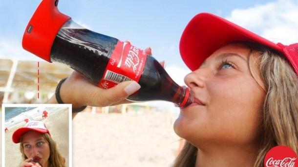 Coca-Cola выпустила аксессуар, превращающий обычную бутылку в селфи-бутылку