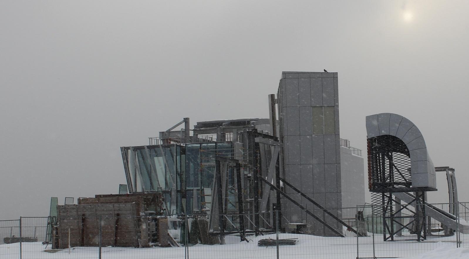 Лед и ветер. Как решаются климатические задачи для самого северного небоскреба мира - 4