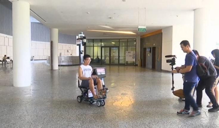 Самоуправляемый скутер пригодится тем, кто не может оторваться от экрана смартфона