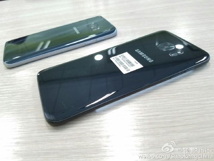 Samsung Galaxy S7 Edge в цвете Glossy Black не сильно отличается от оригинала