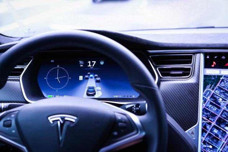 Новая версия Autopilot будет содержать не все обещанные производителем улучшения