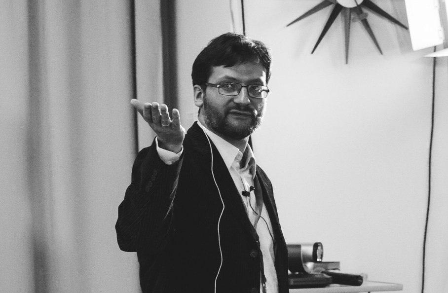 «О вовлечении аудитории в свое выступление люди часто забывают» — интервью с Романом Поборчим, тренером по презентациям - 1