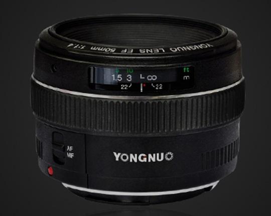 В ассортименте Yongnuo уже есть полнокадровый объектив с фокусным расстоянием 50 мм, но его максимальная диафрагма равна F/1,8