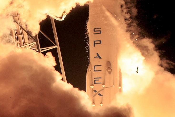 SpaceX не запустит Falcon 9 до конца года