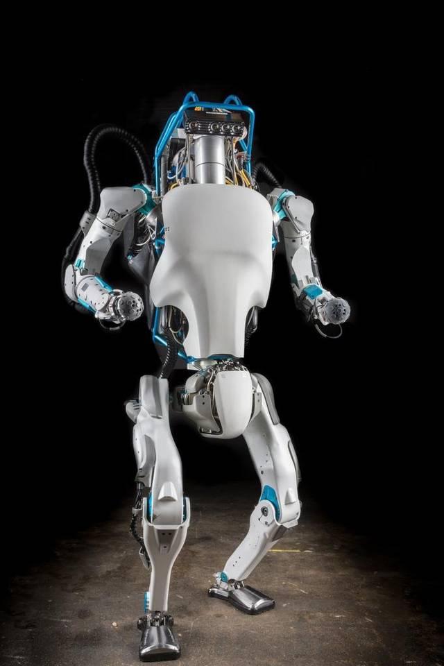 Робот с рекордным показателем вертикальной прыгучести освоил паркур - 4