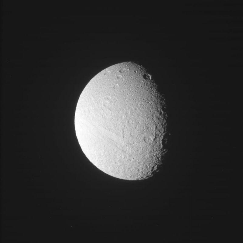 Кассини прислал первые снимки Сатурна с новой орбиты - 4