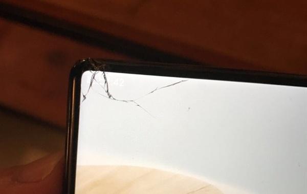 Годовая страховка хрупкого смартфона Xiaomi Mi Mix стоит $36