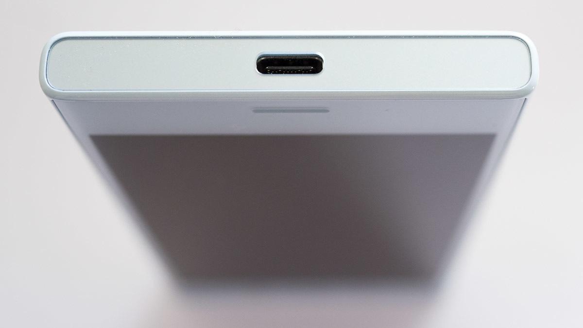 Обзор смартфона Sony Xperia XCompact - 7