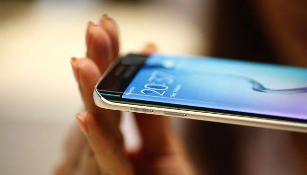 По мнению IHS, каждый пятый отгруженный дисплей AMOLED для смартфонов будет изогнутым