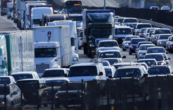 Общаясь между собой, автомобили могли бы предотвращать аварии