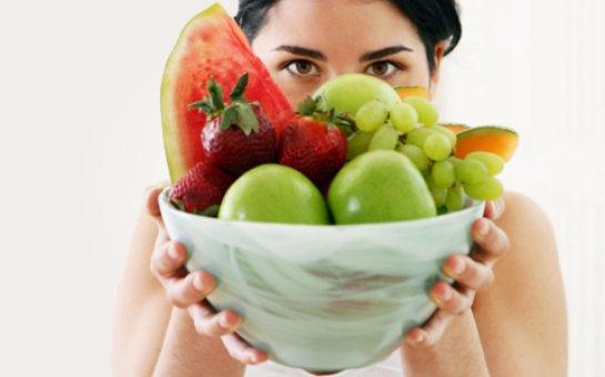 Люди,которые едят много фруктов живут дольше