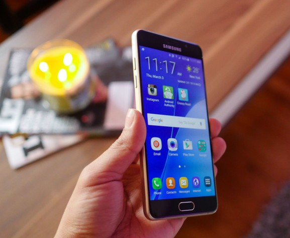 Стали известны цены новых смартфонов Galaxy A3 и A5