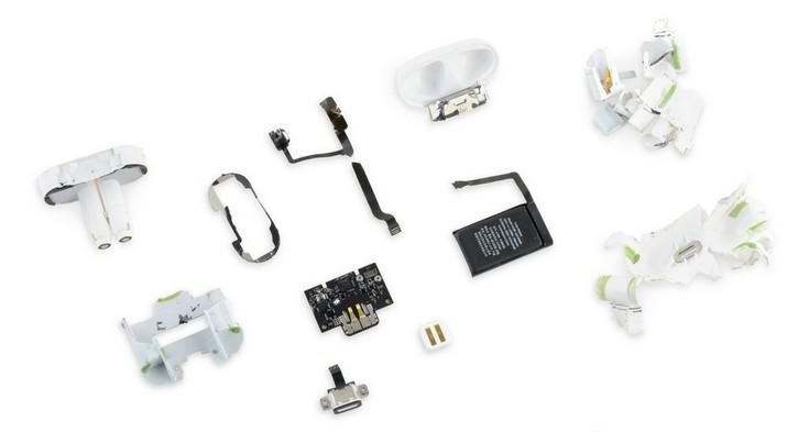Наушники Apple AirPods заработали у iFixit ноль баллов