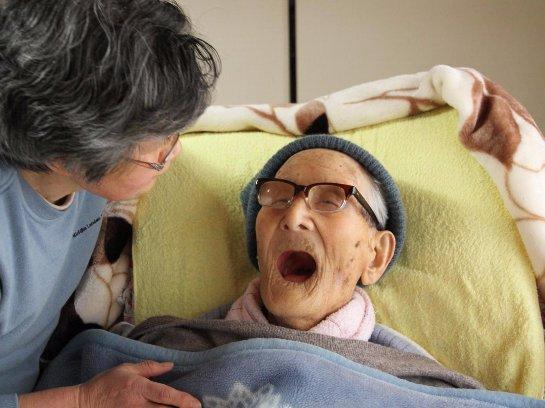 Образованные мужчины с высокой зарплатой позже начинают страдать от старческого слабоумия