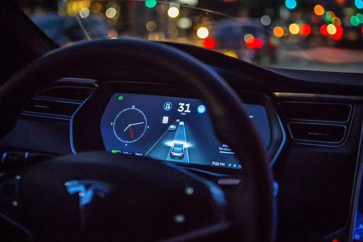 Обновленный автопилот для электромобилей Tesla не будет превышать скорость
