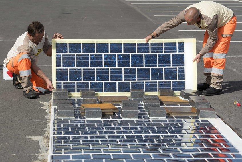 Во Франции открылась первая дорога, покрытая солнечными панелями - 2