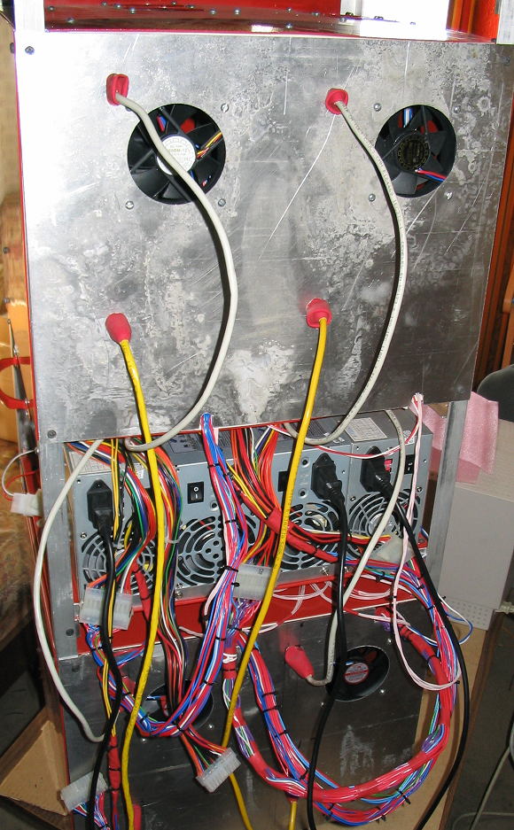 Рисунок 1. Собранный из подручных материалов мини-кластер. Характеристики: 8 процессоров, 16 гигабайт памяти.