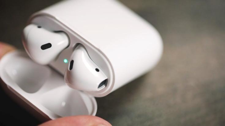 Apple довольна продажами наушников AirPods