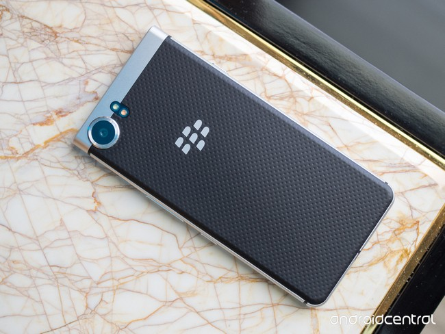 Смартфон BlackBerry Mercury представят только на MWC 2017, опубликованы новые фотографии - 4
