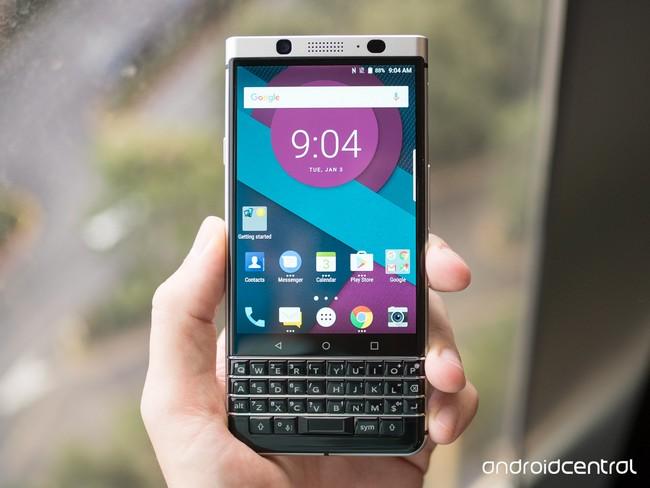 Смартфон BlackBerry Mercury представят только на MWC 2017, опубликованы новые фотографии - 1