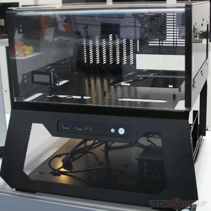 Корпус Lian-Li PC-T70 представляет собой модульный открытый стенд
