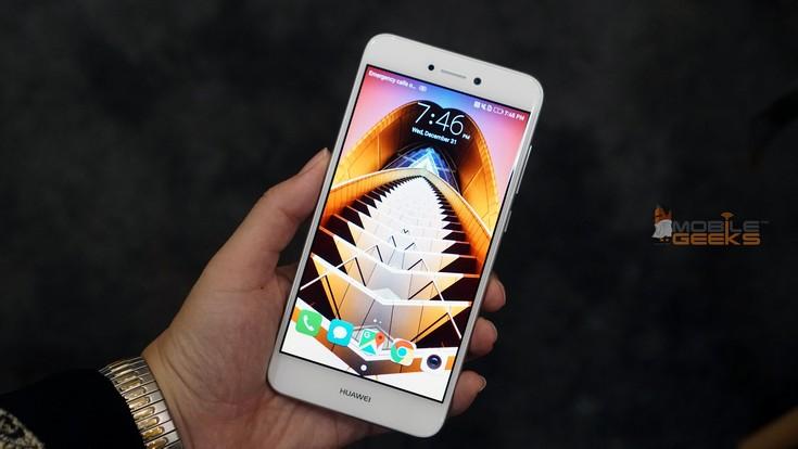 Huawei показала смартфон с непонятным именем