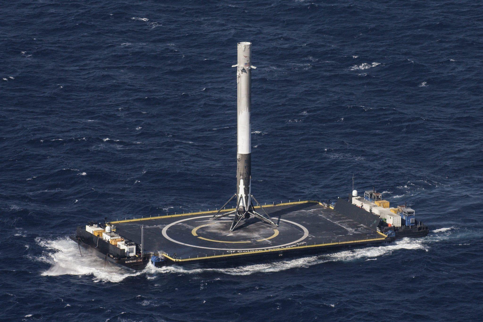 SpaceX рассказала, как и где планируется посадить отработанные ступени Falcon Heavy - 4