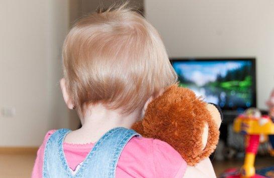 Телевизор вредит детям больше, чем компьютер