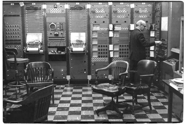 Тернистый путь эволюции синтезаторов: монстры 50-х, «Вояджер» Моога, цифровая революция от Чоунинга и Курцвейла - 5