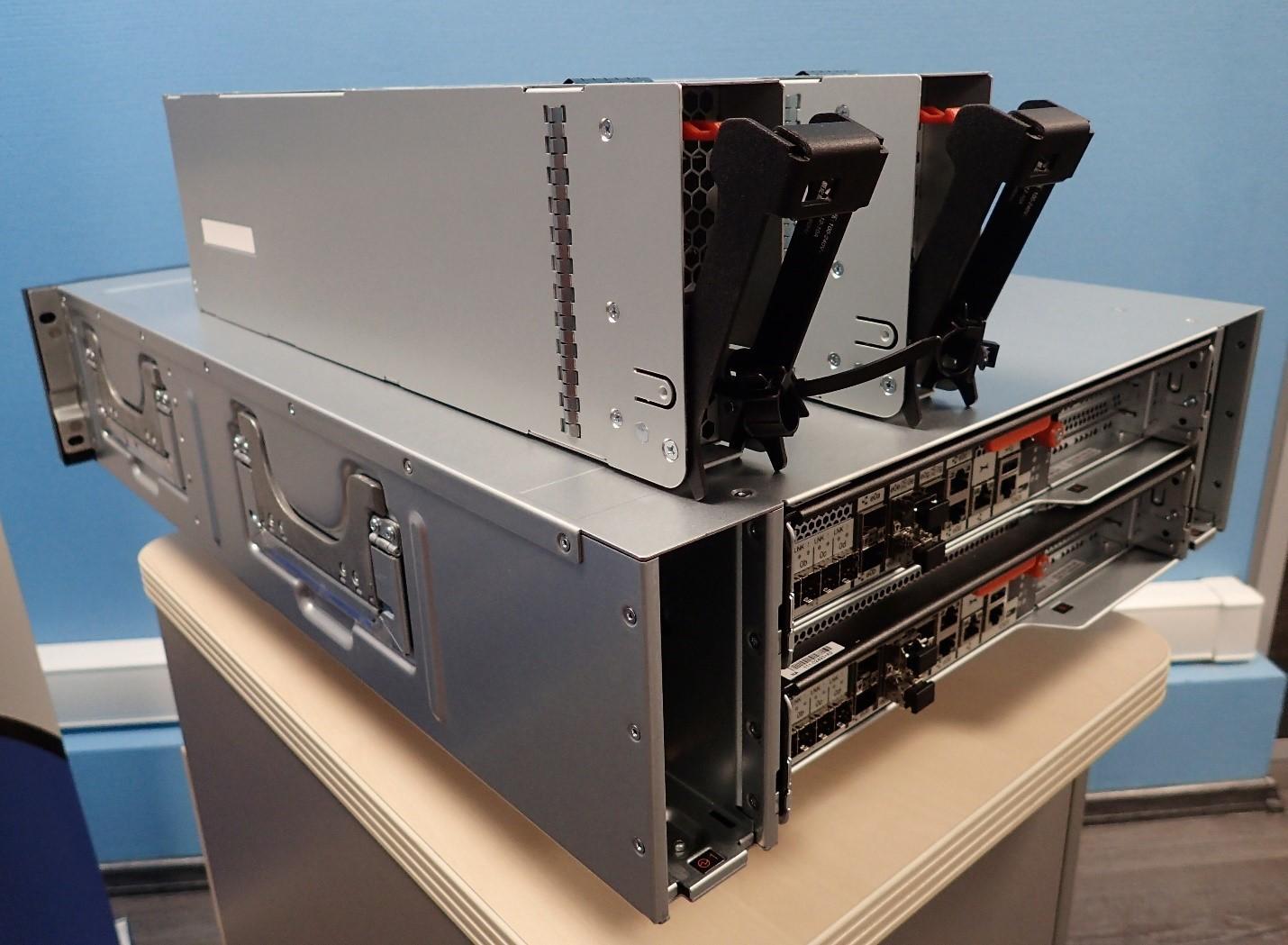 Unboxing: Что внутри у системы хранения данных NetApp AFF A300 - 3