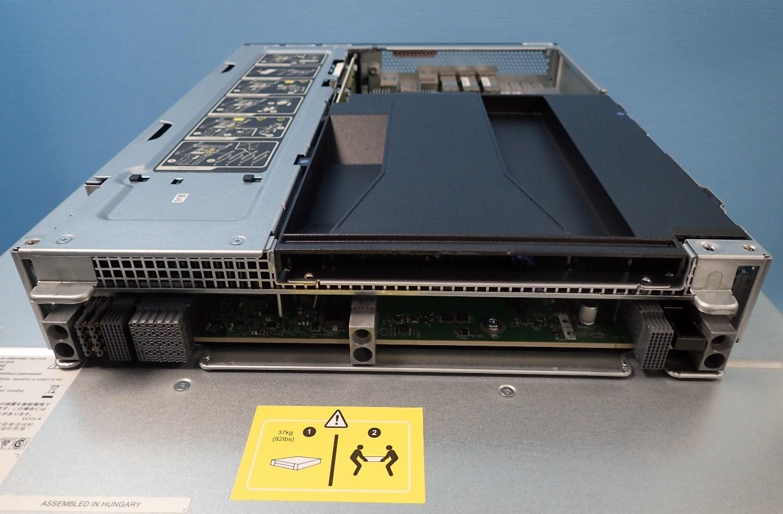 Unboxing: Что внутри у системы хранения данных NetApp AFF A300 - 8
