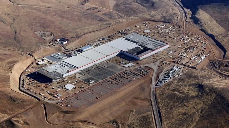 На заводе Tesla Gigafactory будут выпускать электродвигатели для новой машины Tesla
