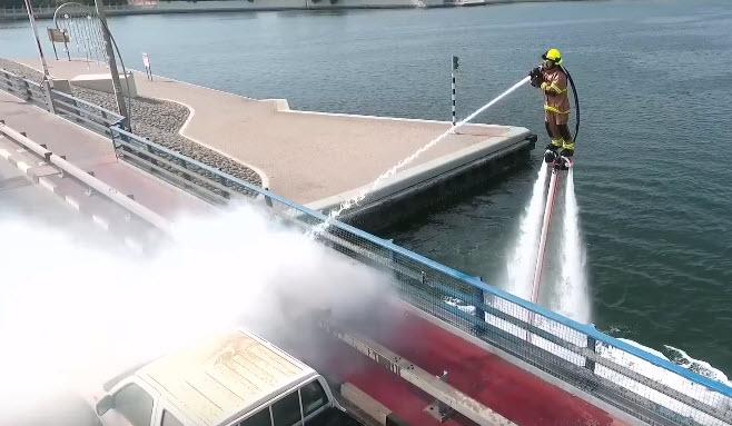 Власти Дубая продемонстрировали систему пожаротушения «Дельфин» на базе водяного реактивного ранца