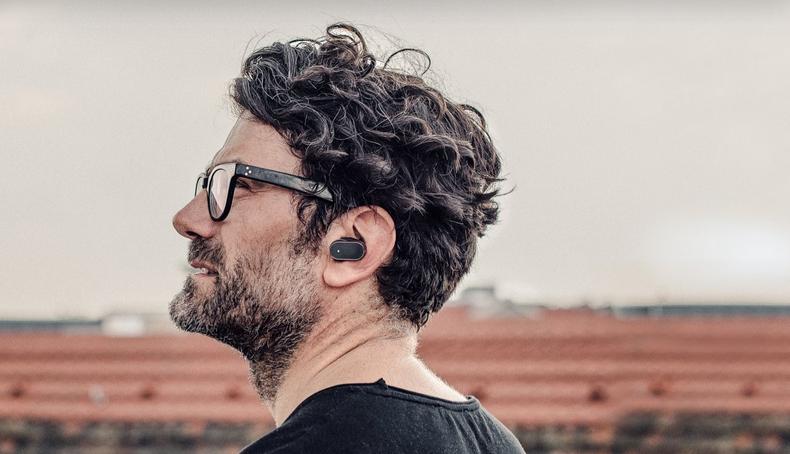 Sony Xperia Ear Xea10: голосовые помощники забрались в уши - 1