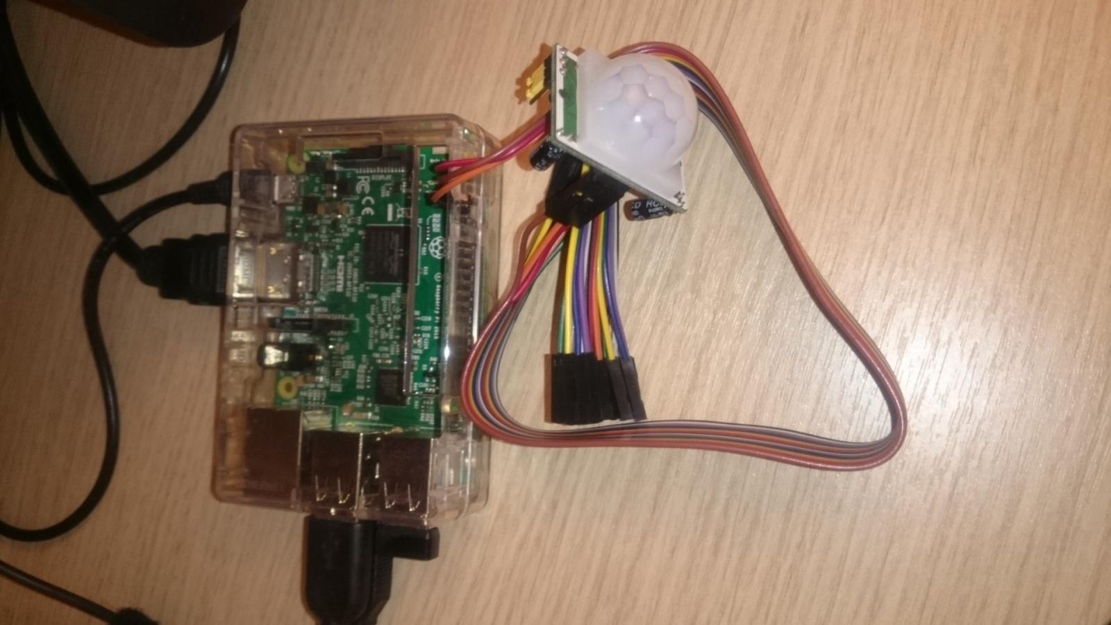 Простой вариант системы видеонаблюдения в помещении с использованием датчика движения и Python на платформе Raspberry - 2