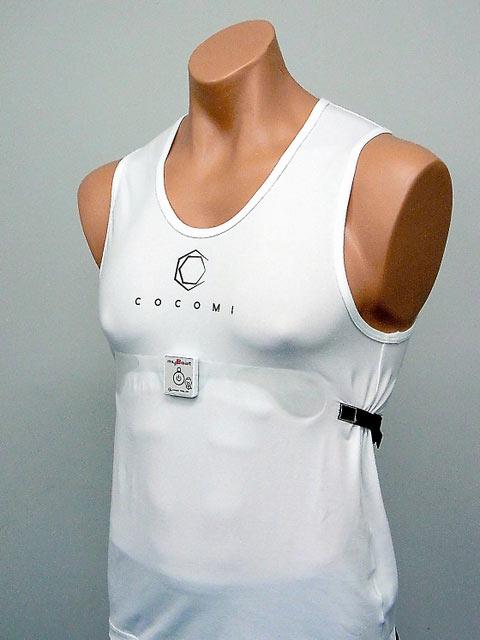В майке используется проводящий материал для умной одежды Toyobo Cocomi