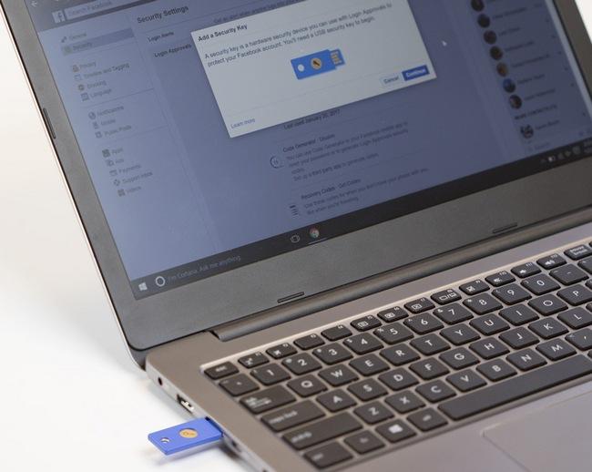 В Facebook появилась возможность использовать USB-накопитель в качестве электронного ключа