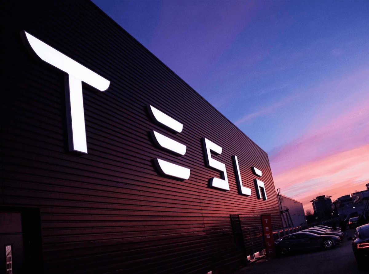 Tesla судится с бывшим главой подразделения Autopilot из-за нарушения коммерческой тайны - 2