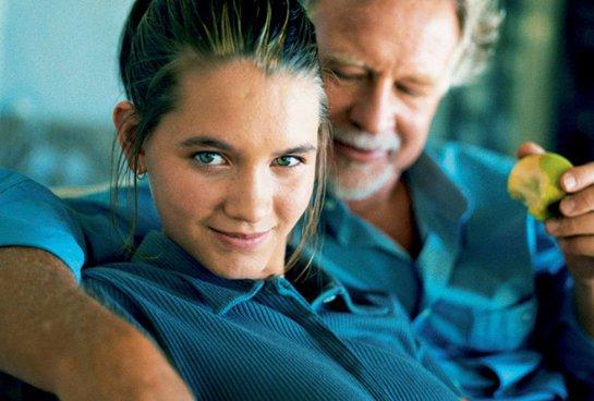 Стало известно, почему молодые девушки влюбляются в стариков