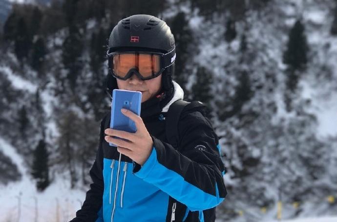 Смартфон Xiaomi Mi Note 2 станет доступен в цвете Coral Blue