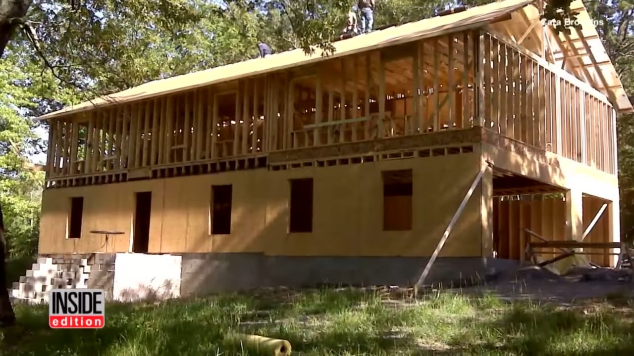 Женщина построила дом по руководствам с YouTube - 6