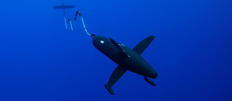 Японский робот плавает месяцами в океане для обнаружения цунами - 1