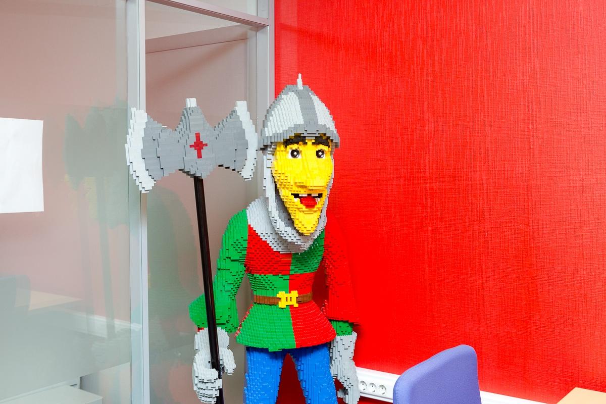 Маленький мир LEGO от робота с большим и умным сердцем - 11
