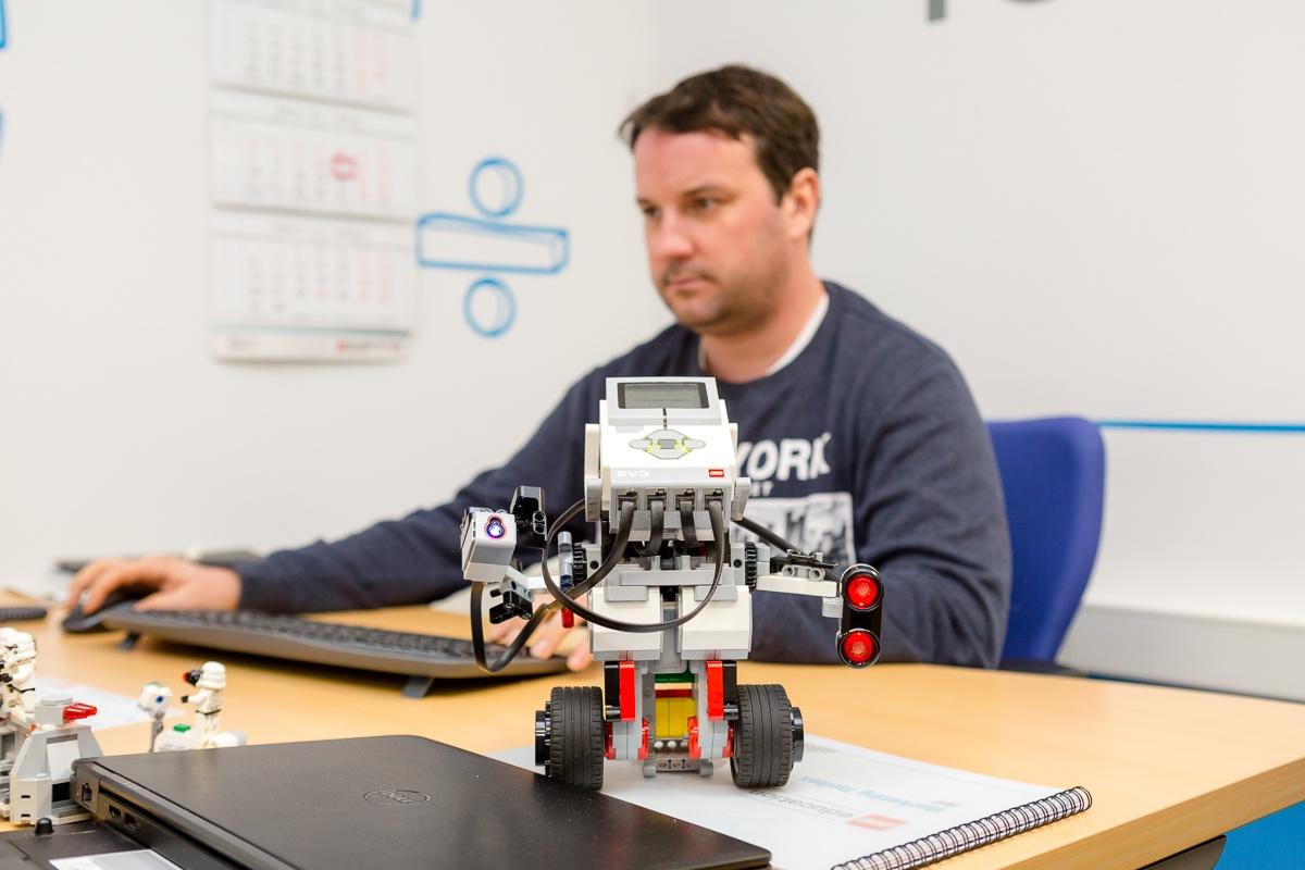 Маленький мир LEGO от робота с большим и умным сердцем - 25