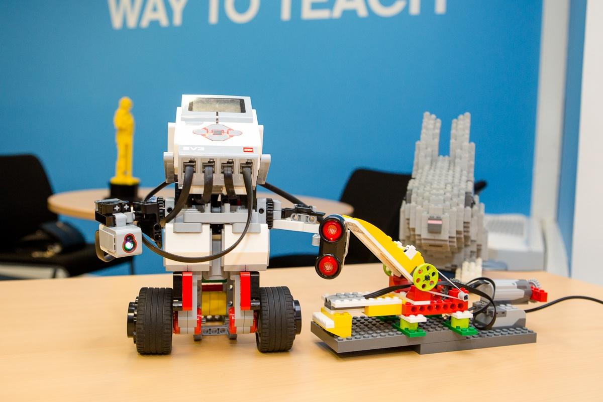 Маленький мир LEGO от робота с большим и умным сердцем - 26